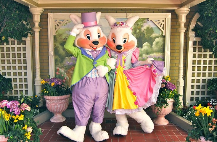 Easter is a great time to visit a Disney Park!  There are special events and parades as well as great ways to make new memories all throughout the day at Walt Disney World and Disneyland Resorts!